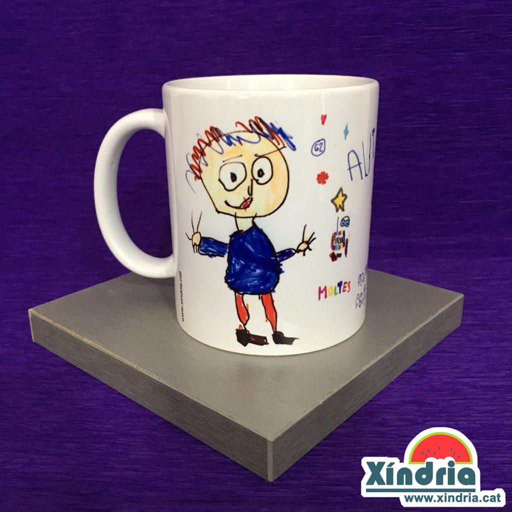 tassa personalitzada amb els dibuixos fets pels nens.